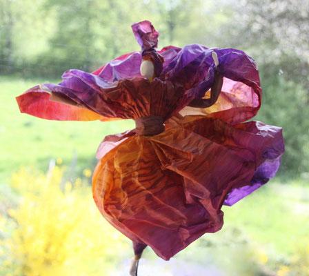 Anémone - Papier calque coloré - H 35cm x L 35cm x 32 cm