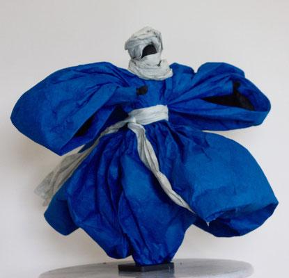 Homme bleu - H 34cm x L 39cm x P 35cm