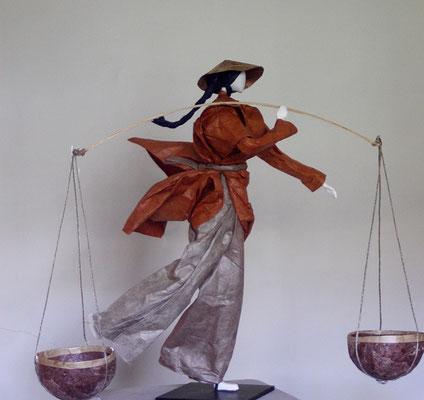 Porteur d'eau - Papier Lokta - H 35cm x L 15cm x P 35cm