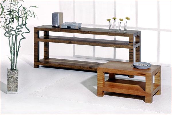 Serie BLOCK > HiFi-Regal > Nussholz | 170 cm x 42 cm / H 65 cm > Couchtisch > Birnenholz | 73 cm x 49 cm / H 37,5 cm