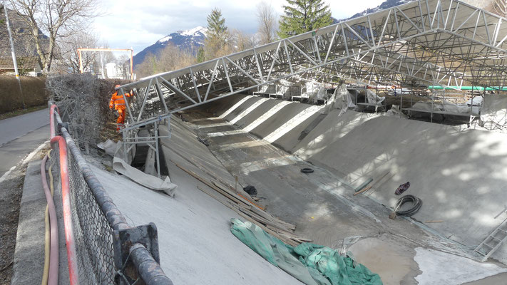 Sanierungsarbeiten am Kanal. Bild: Hansjörg Spörri
