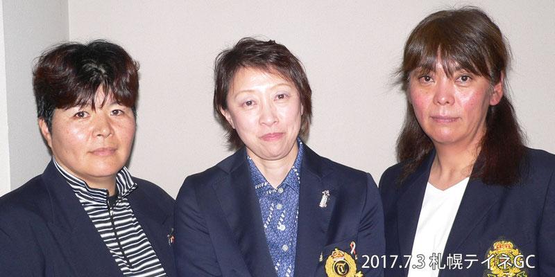 写真左から、2位 平川慎子、1位 梶真紀子、2位 中島絹代