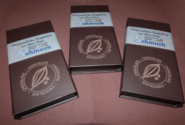 Schokoladentafel mit Verpackung und Banderole