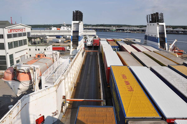 Lübeck, Start mit Lastwagenfähre nach St. Petersburg