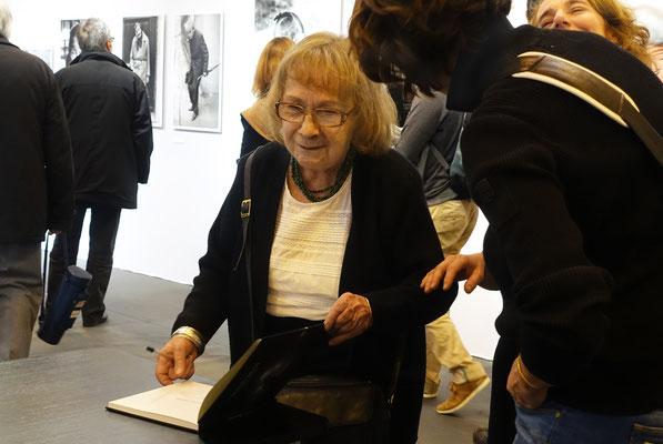 Sabine Weiss, Fotografin, 90-jährig, aus St-Gingolph VS