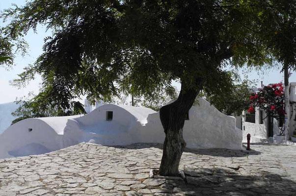 Milos - einer der vielen schönen  Dorfplätze