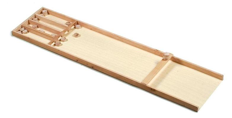"""Billard hollandais :   Rentrer des palets de bois dans des casiers. Il s'agit d'un lancer de palets """"glissés"""".   A partir de 4 ans"""