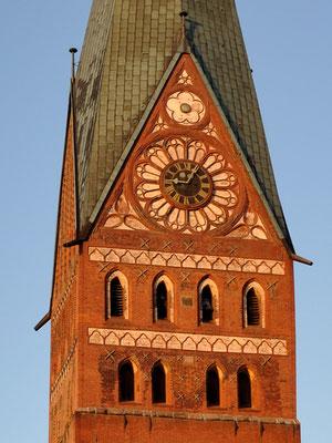 Turm von Westen <small><i>(Foto: wikimedia, Lizen: CC BY-SA 3.0)