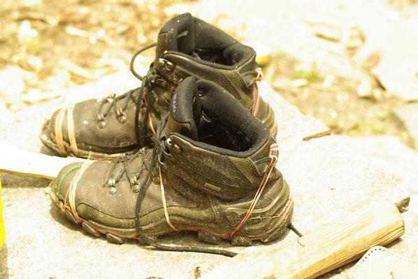 Schuhreparatur nach Nepali Art.
