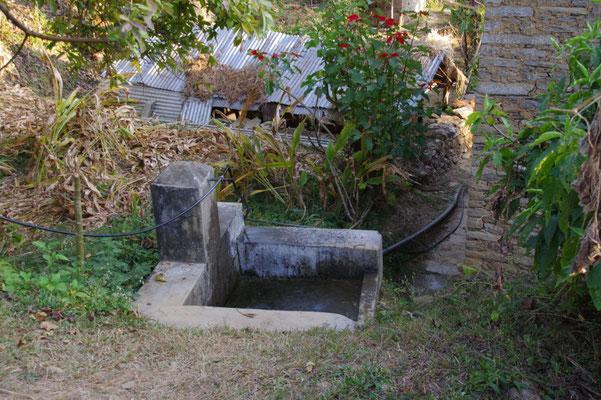 Wasserstelle und Bad neben dem Haus