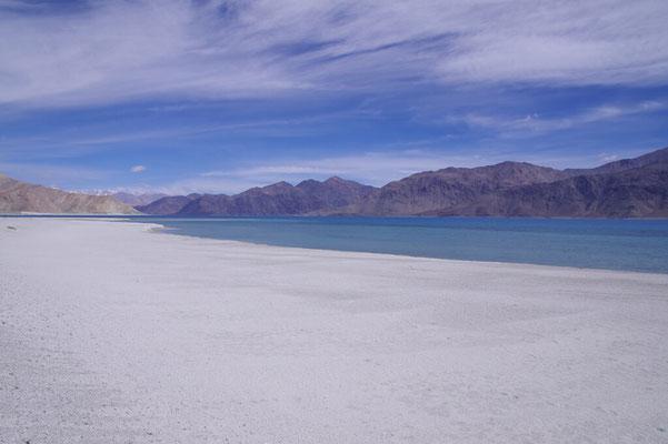 ..... und ein einladender Sandstrand