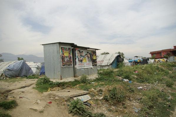 Auch ein Jahr nach dem Beben leben viele Menschen in Zelten
