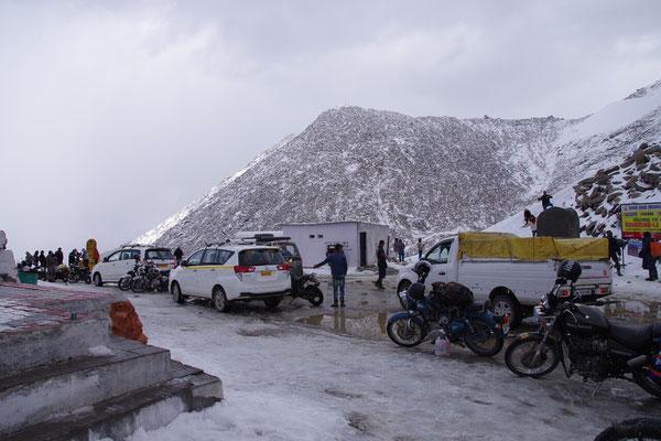 Schnee auf dem Pass, das war zu erwarten