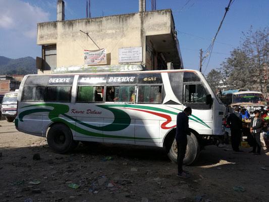 Unser Bus Richtung Bhimkori ist nicht nur rappelvoll mit Personen