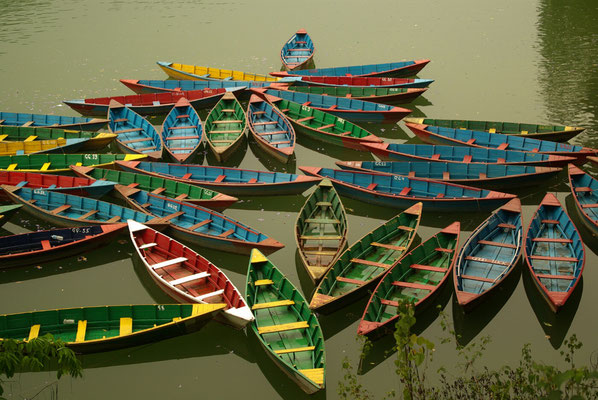 Boote auf dem Fewa-Lake bei Pokhara.