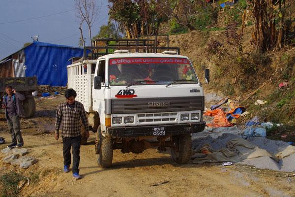 Ankunft in Baseri. Ramesh, Fahrer, LKW