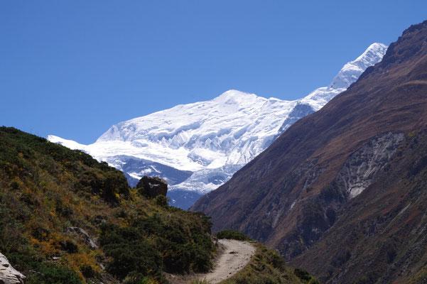 Immer wieder traumhafte Ausblicke auf Annapurna