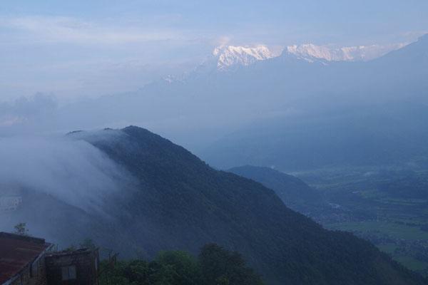 Wind treibt Nebelschwaden ins Tal....
