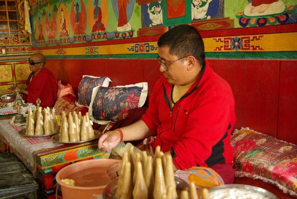 Saspochey: Vorbereitung für eine Puja (Andacht)
