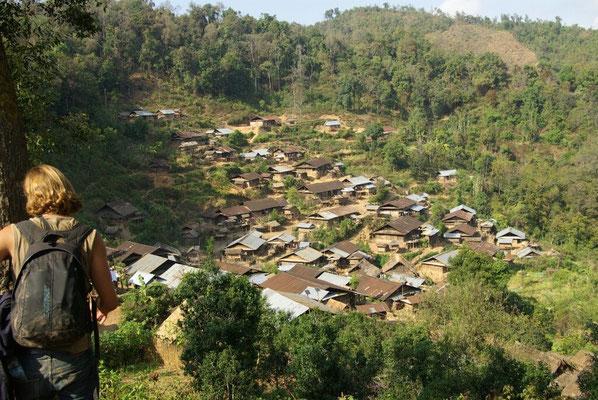 Dorf der Akha-Mouchi.