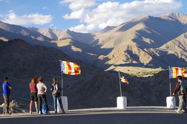 Blick von der Shanti Stupa