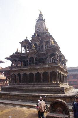 Auch der steinerne Krishna Tempel ist heil geblieben