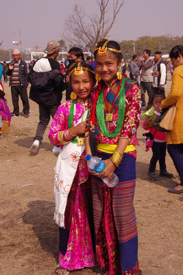 Maedchen in Tamang Tracht