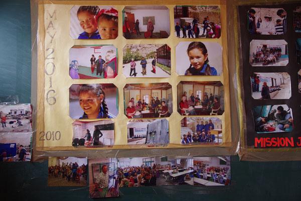 Unten auf der Bilderwand sind Fotos aus Kimratshofen zu erkennen
