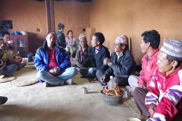 Chhyoisang verteilt die Arbeiten
