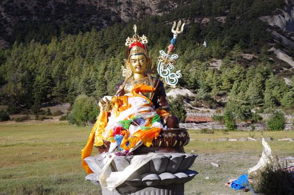Ein Buddha auf der gruenen Wiese - Padmasambhava