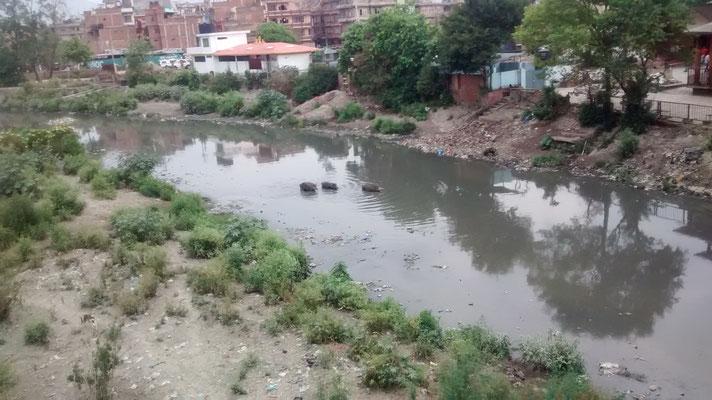 Bishnumati River in Kathmandu, eher ein Abwasserkanal