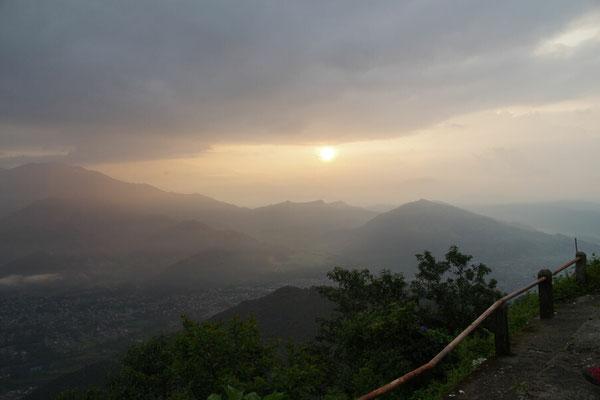 Kurz zeigt sich die Sonne zwischen Wolken