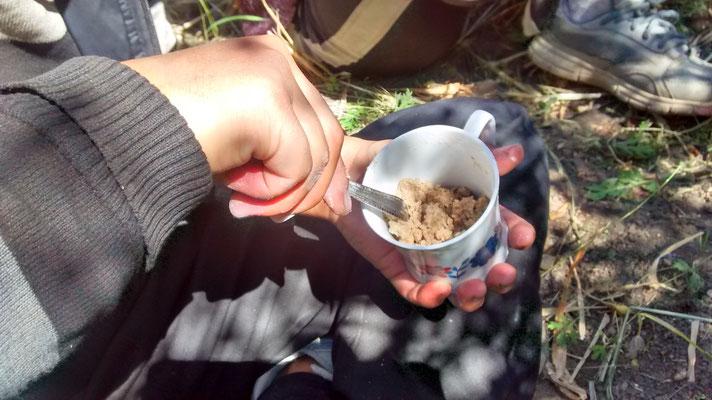 Esheys Imbiss. Buttertee mit Gerstenmehl