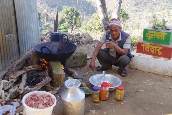 Grossvater macht den Koch