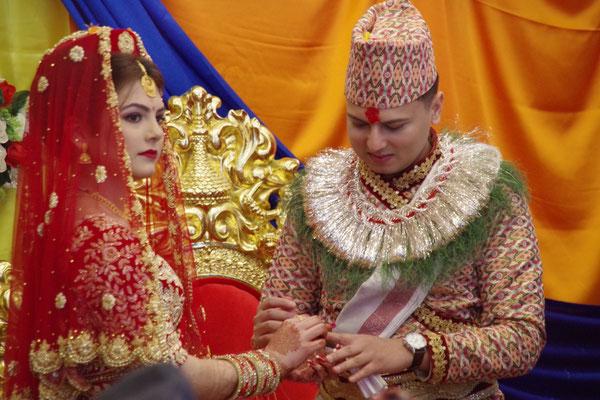 Erste Zeremonie mit Ringtausch