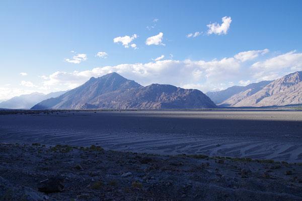Hier am Zusammenfluss von Shyok und Nubra ist das Tal sehr breit