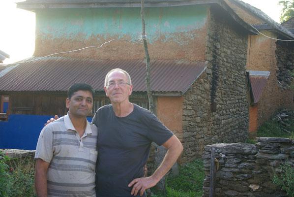 Rajendra, stv. Schulleiter wohnt seit 15 Jahren hier. Versetzung aussichtslos.