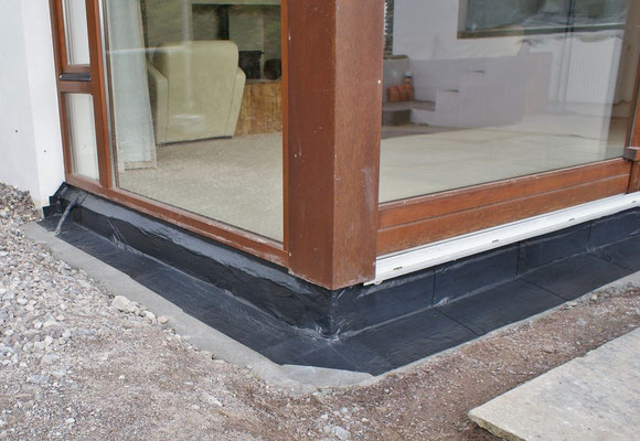 External water-tight sealing for windows and doors