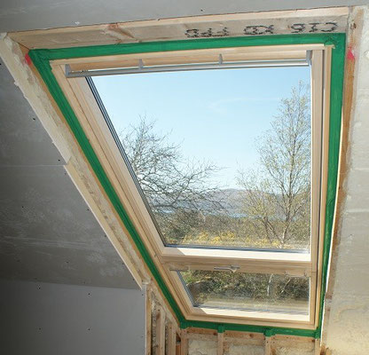 Internal airtight sealing for roof windows
