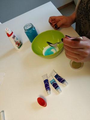 Zweiter Schritt: Waschmittel unterrühren TeenEvent - Erlebnisgeschenke für Teenager