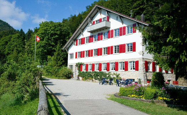 Lagerhaus im Jura Balmberg ab SBB Solothurn 35 Min. Postauto oder Wanderung ab Solothurn oder Weissenstein
