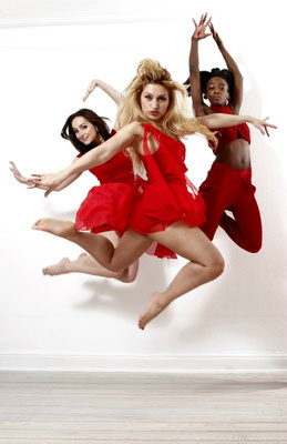 red fly - REGINA Sh., VICKY ALIKI & ASHANTI KABU - Photography: Carsten Thun