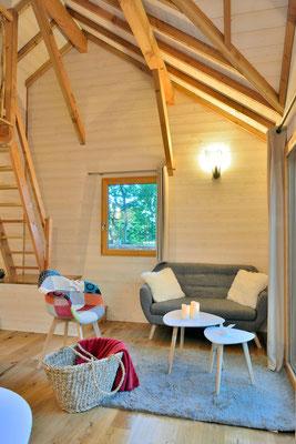 La Cabane Haut-Charmes au cœur du Périgord, coin salon de cosy © Michel Blot