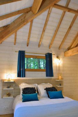 La cabane haut charmes en Dordogne, des chambres confortables © Michel Blot, Photographe