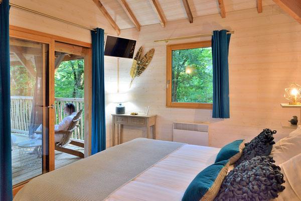 La cabane haut charmes en Dordogne, une literie de qualité © Michel Blot, Photographe