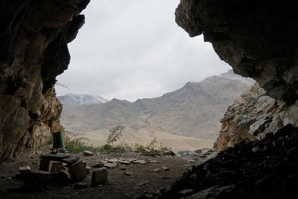 Blick von der Höhle nach aussen
