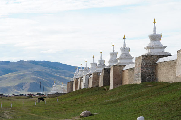 Die quadratische Mauer, die die Tempelanlage umgibt