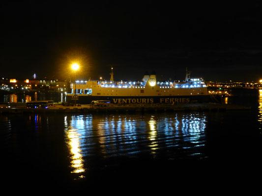 im Hafen von Bari kurz vor der Abfahrt