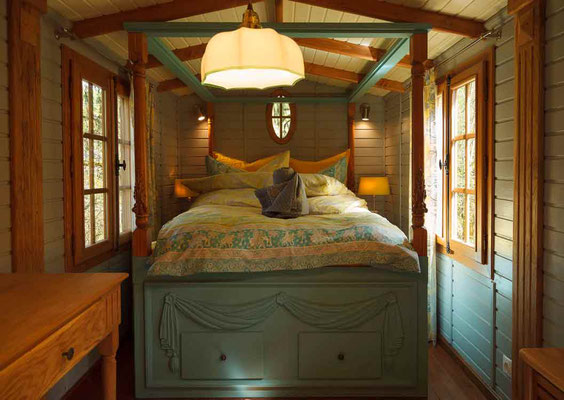 luxury eco lodges historical lodge park am sees webseite. Black Bedroom Furniture Sets. Home Design Ideas