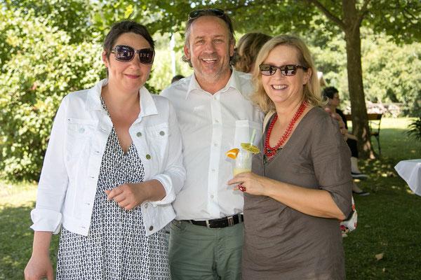 It´s Summertime: Kathrin Partl, Uniqua-Versicherungsexperte Harald Fasser und Birgit Fischer